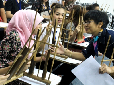 Students of Chiang Mai University learn to play angklung, guided by a lecturer of the Faculty of Languages and Arts
